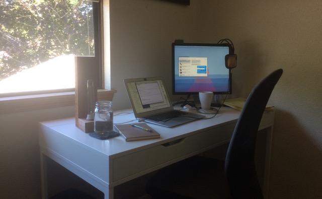loryn-desk